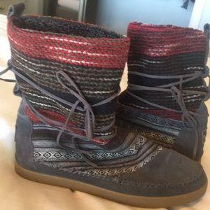 TOMS- Fleece lined boots
